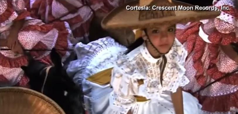 Emilio Estefan lanza video musical en contra de la retórica antiinmigrante en Estados Unidos. (Foto Prensa Libre: Crescent Moon Records, Inc.)