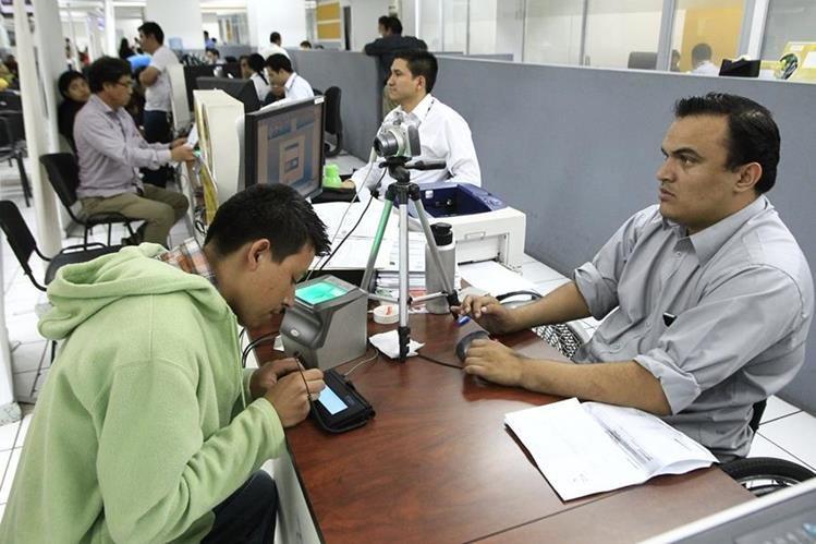 El Renap es condenado por la PDH ante la falta de identificación de los guatemaltecos. (Foto Prensa Libre: Hemeroteca PL)