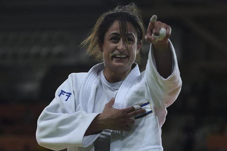 Yarden Gerbi festeja tras ganar el combate y acreditarse la medalla de bronce en Río 2016. (Foto Prensa Libre: Hemeroteca PL)