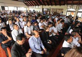 Trabajadores y sindicalistas del Congreso acudieron a la CC para defender sus empleos. (Foto Prensa Libre: Hemeroteca PL)