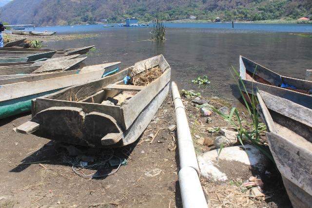 El Ministerio Público busca conocer de cerca los problemas ambientales en la cuenca del Lago de Atitlán. (Fotos Prensa Libre: Ángel Julajuj)