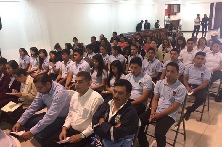 Estudiantes de varios establecimientos educativos estuvieron presentes. (Foto Prensa Libre: Eduardo González)