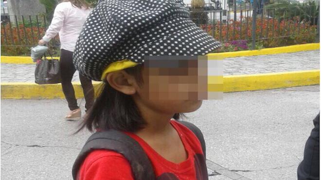 Niña extraviada busca a su abuela. (Foto Prensa Libre: PMT)