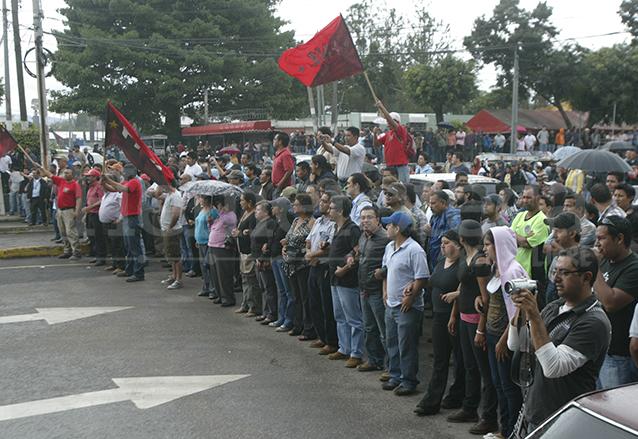 La resistencia del movimiento Estudiantes por la Autonomía duró varias semanas quienes impidieron al CSU y a los estudiantes el ingreso al campus central de la USAC. (Foto: Hemeroteca PL)