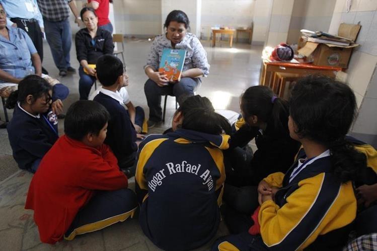 En las instalaciones del Hogar Rafael Ayau también funcionan otras dos escuelas. (Foto Prensa Libre: Hemeroteca PL).