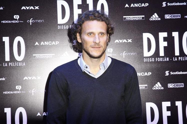 """El futbolista uruguayo Diego Forlán en la presentación oficial de su película """"DF10"""". (Foto Prensa Libre: EFE)"""