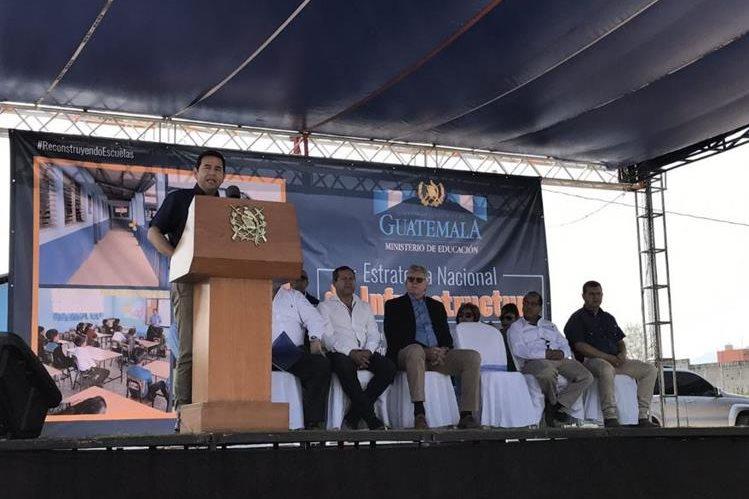 El presidente, Jimmy Morales, participó este miércoles en la inauguración de trabajos de remozamiento en Jalapa. (Foto Prensa Libre: Presidencia)