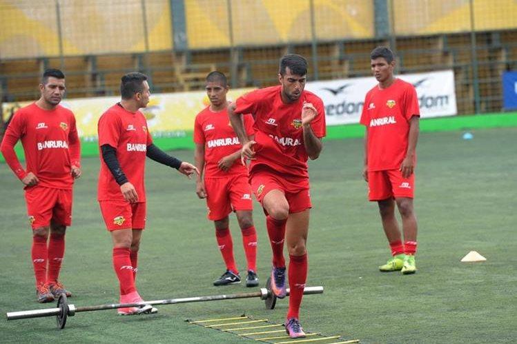 El deportivo Petapa se entrenó esta semana previo al choque contra Marquense. (Foto Prensa Libre: Edwin Fajardo).