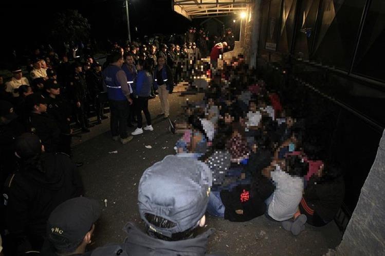 Menores que intentaron huir del hogar el martes 7 de marzo fueron custodiadas por agentes de la PNC y autoridades de la PGN, PDH y la SBS.