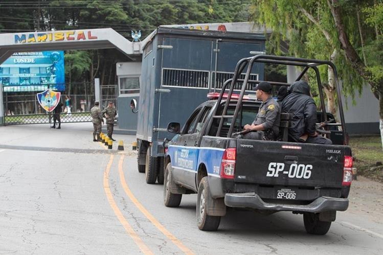 La Brigada Militar Mariscal Zavala alberga a privados de libertad. Fiscal general llama a evitar esa situación. (Foto Prensa Libre: Hemeroteca PL)