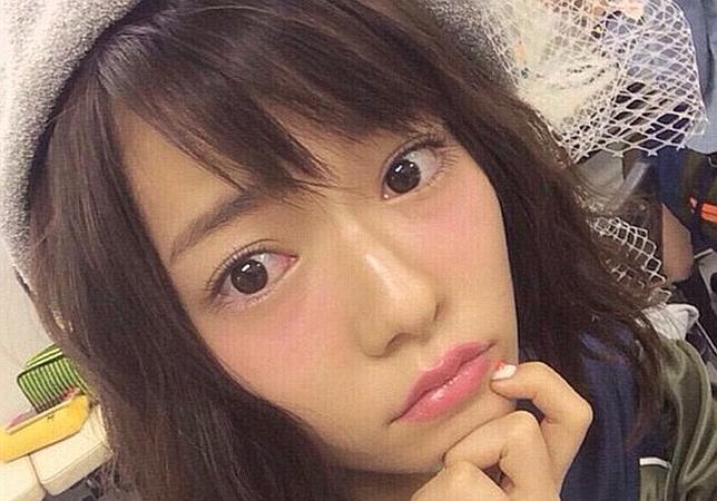 Las japonesas se maquillan de rojo debajo de los ojos para verse como si tuvieran resaca. (Foto Prensa Libre: Tomada de paruru_run/Instagram).
