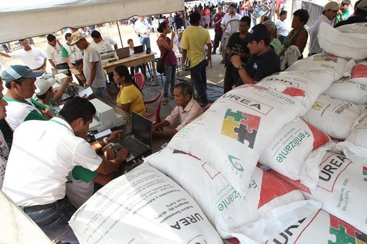 Programa de fertilizantes representó casi Q200 millones el año pasado, se estima que habrá 700 mil beneficiados. (Foto Prensa Libre: Hemeroteca PL)