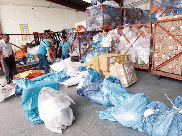 En COMBEX-IM, Depósito Aduanero Temporal que opera en el aeropuerto La Aurora, hay miles de sacos de correspondencia, a los cuales se accedió ayer.