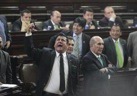 Diputados discuten durante una sesión plenaria. (Foto Prensa Libre: Hemeroteca PL)