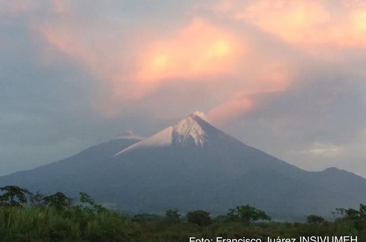 Terminada la tormenta este fue la panorámica en el coloso ubicado en los departamentos de Chimaltenango, Sactepéquez y Escuintla. (Foto Prensa Libre: F. Juárez)