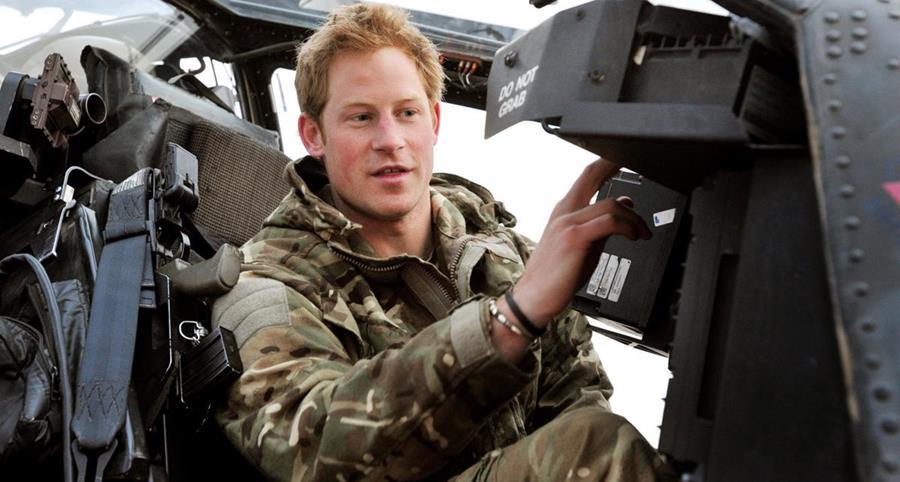 El príncipe prestó servicio militar por varios años y asegura que fue una de sus mejores etapas. (Foto Prensa Libre: El Confidencial).
