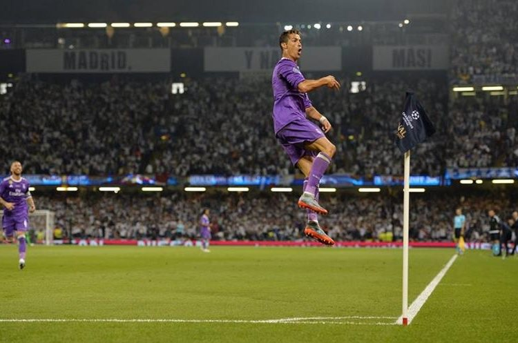 Cristiano Ronaldo festeja después de marcar el provisional 1-0 del Real Madrid, en Cardiff.