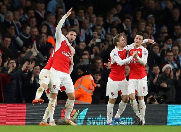Los jugadores del Arsenal festejan un triunfo más. (Foto Prensa Libre: EFE)