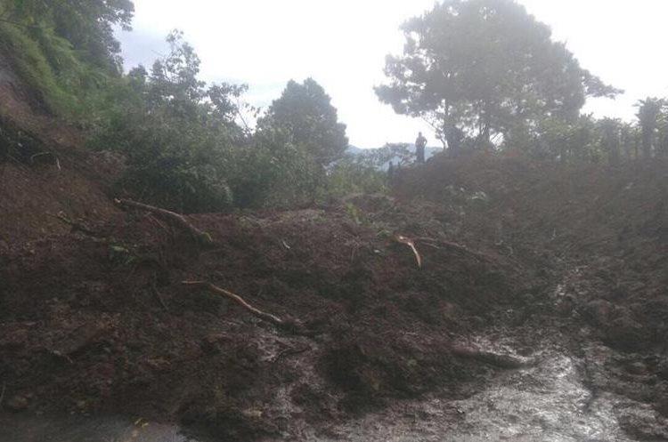 Derrumbe en ruta a Colomba Costa Cuca. (Foto Prensa Libre: Stereo100Xela)
