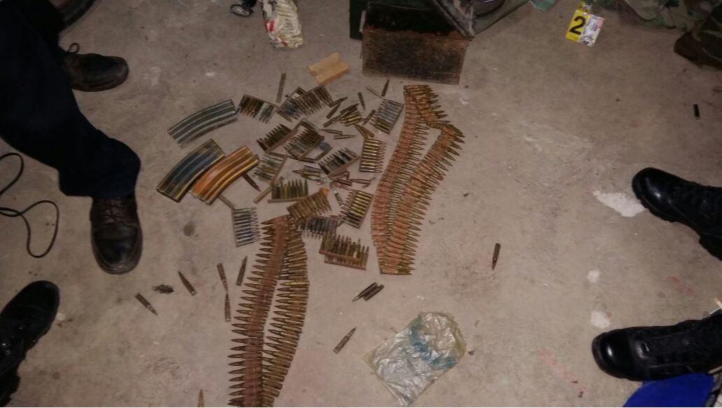 Armas que les fueron incautadas a los presuntos pandilleros salvadoreños. (Foto: FGR_SV).