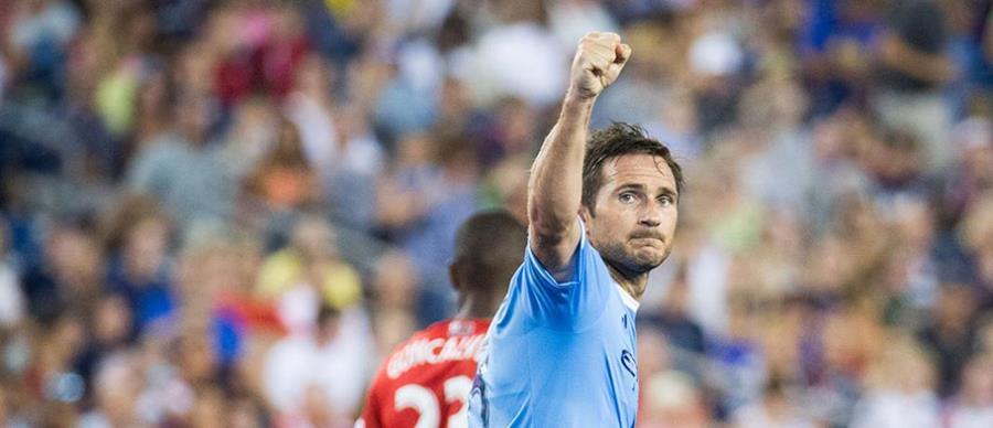 Frank Lampard agradece todo el apoyo de la afición del New York City. (Foto Prensa Libre: Twitter)