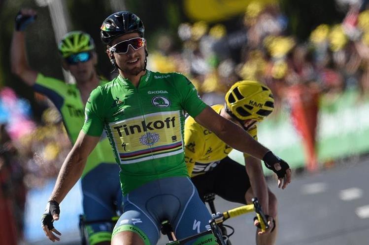 El eslovaco Peter Sagan celebra al cruzar la línea de meta en la etapa 16 del Tour de Francia. (Foto Prensa Libre: AFP)