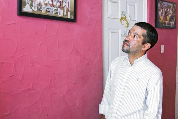 Para contribuir en el tratamiento del exjugador Luis Bradley está disponible la cuenta monetaria del Banco Industrial 007-549169-1, a nombre de Glenda Carranza. (Foto Prensa Libre: Norvin Mendoza)