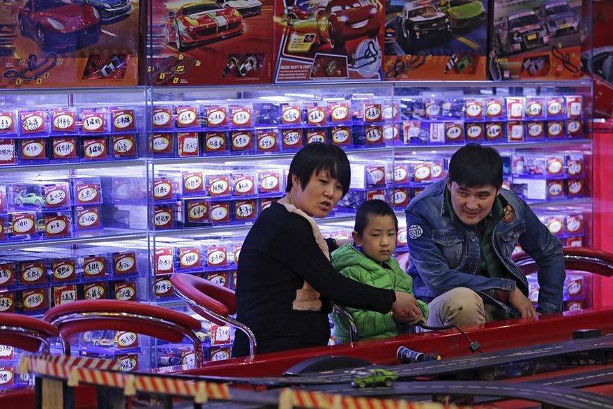 Los chinos solo puede tener hasta hoy un solo hijo. (Foto Prensa Libre: AP).