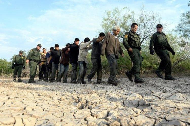 Los detenidos en la frontera de Estados Unidos son trasladados a la oficina de la Patrulla Fronteriza y luego deportados a su país de origen. (Foto Prensa Libre: Hemeroteca PL)