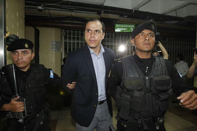 El exministro de Cultura y Deportes, Dwight Pezzarossi, fue capturado por su vinculación a red de corrupción en el Estado. (Foto Prensa Libre: Paulo Raquec)
