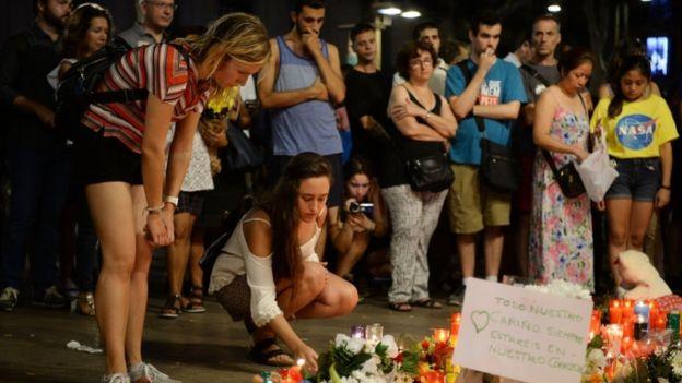 El objetivo de EI es sembrar terror y por eso le conviene atribuirse los atentados. AFP