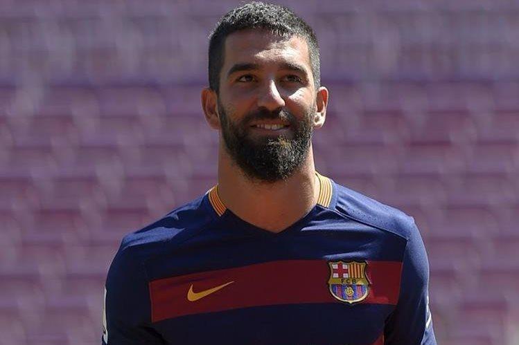 El Turco Arda Turan podrá debutar conn el Barcelona en enero. (Foto Prensa Libre: AFP)