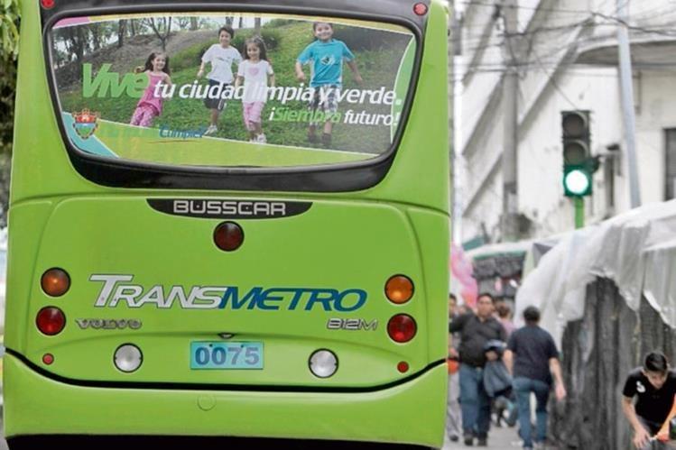 el alcalde Arzú figura en varios videos que se emiten en las unidades del Transmetro.