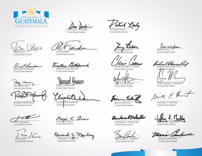 Senadores firman solicitud de Estatus de Protección Temporal (TPS, en inglés). (Foto Prensa Libre: Cortesía Minex)