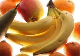 Las bananas no suelen figurar en las ensaladas de frutas que se venden preparadas en los supermercados. GETTY IMAGES