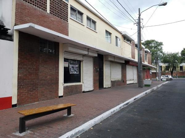"""Las ventas de panes conocidas como """"del Liceo"""" permanecen cerradas este jueves. (Foto Prensa Libre: Edwin Bercián)"""