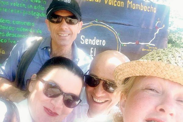 La cantante Cyndi Lauper estuvo de vacaciones en Nicaragua en compañía de varios amigos. (Foto Prensa Libre Twitter de Cyndi Lauper)