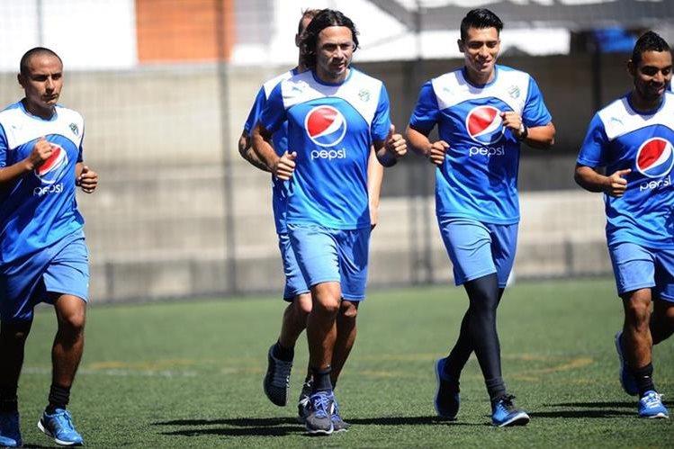Los jugadores de Comunicaciones se prepara con intensidad para el inicio del torneo. (Foto Prensa Libre: Hemeroteca PL)