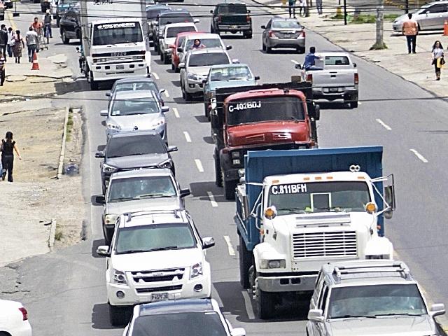 Se calcula que unos  190 mil vehículos transitan por la cabecera de Quetzaltenango todos los días. (Foto Prensa Libre: María José Longo)