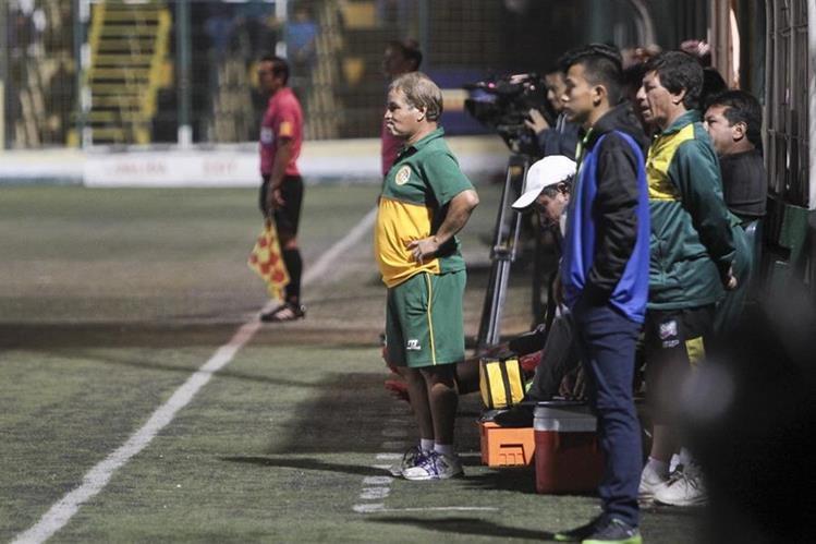 El técnico Ulises Sosa consiguió sus primeros tres puntos en condición de visita. (Foto Prensa Libre: Norvin Mendoza)