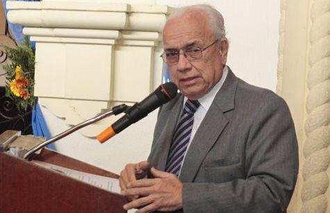 Periodista Mario Antonio Sandoval, vicepresidente del Consejo de Administración de Prensa Libre, ofrece unas palabras luego de recibir un reconocimiento a su carrera. (Foto Prensa Libre: Carlos Hernández)