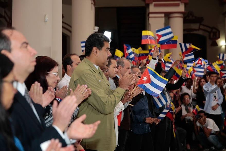 El presidente de Venezuela Nicolás Maduro (c), durante un homenaje a Fidel Castro. (Foto Prensa Libre: EFE)