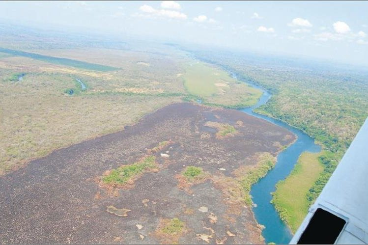 El cambio del uso del suelo para siembras y ganadería son las principales razones para la quema de grandes extensiones de bosque en la Reserva Maya. (Foto Prensa Libre: Hemeroteca PL)