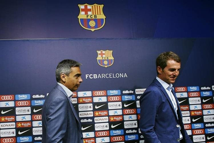 El director de deportes profesionales, Albert Soler y el secretario técnico del Barcelona, Robert Fernández, durante la conferencia de prensa de este jueves. (Foto Prensa Libre: EFE)