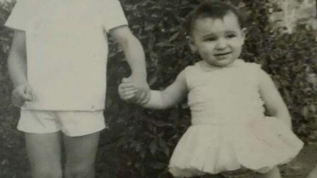 No se han encontrado documentos que sostengan que Ascensión López fue entregada en adopción por su madre biológica.