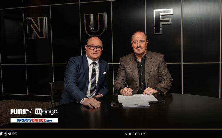 El Newcastle informó a través de sus redes sociales la continuidad de Rafa Benítez. (Foto Prensa Libre: Twitter Newcastle)