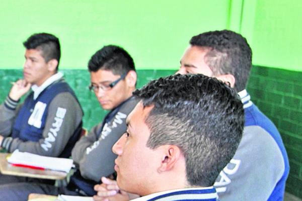 <p>Graduandos de la carrera de Bachillerato con Orientación en Educación deben completar su formación en la Usac. (Foto Prensa Libre: Archivo)<br></p>