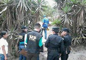 Autoridades investigan la muerte de tres integrantes de una familia en San Pedro Pinula, Jalapa. (Foto Prensa Libre: Hugo Oliva)