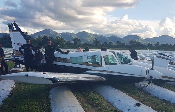 Detienen a piloto sinaloense con 419 kilos de cocaína en Guatemala
