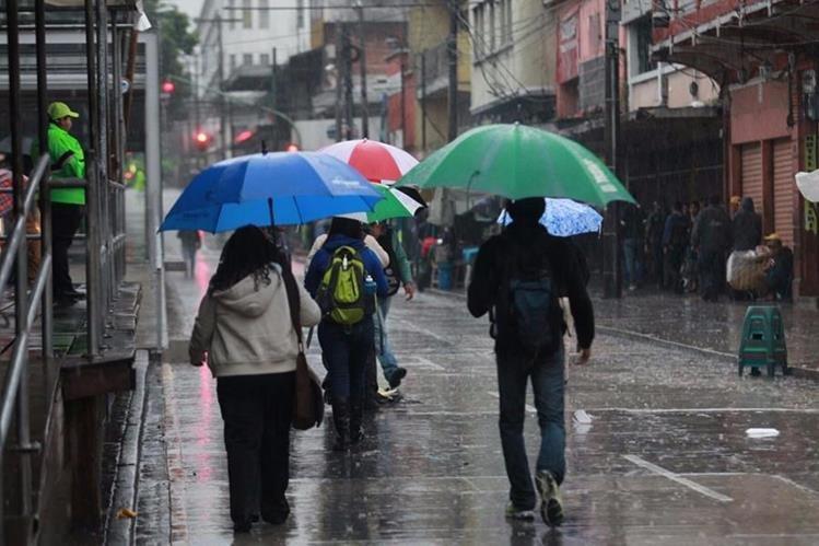 Cinco ondas tropicales se dirigen a Guatemala y provocarán lluvias en los próximos días. (Foto Prensa Libre: Hemeroteca)